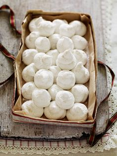 Who doesn't love marshmallows? These festive snowballs from Debbie Major make a great edible gift or dinner party treat.