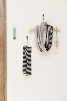 スヌード&アームカバー。夏の強い日差しから素肌を守る、頼もしいアイテム。UVカット加工の布で作るのがおすすめです。/夏を快適にする布雑貨(「はんど&はあと」2013年8月号)