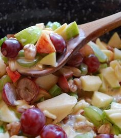 Crunchy Apple & Grape Salad Recipe ~ Apples & grapes teamed up with crunchy almonds and walnuts, mixed with a cinnamon-y yogurt sauce. This is one great salad!crunch apple and grape salad Fruit Recipes, Salad Recipes, Cooking Recipes, Recipies, Drink Recipes, Healthy Snacks, Healthy Eating, Healthy Recipes, Dessert Healthy