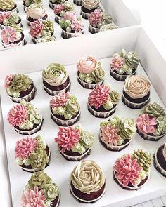 Savory magic cake with roasted peppers and tandoori - Clean Eating Snacks Kaktus Cupcakes, Succulent Cupcakes, Flower Cupcakes, Mini Cupcakes, Cupcake Cakes, Pretty Cakes, Beautiful Cakes, Cactus Rose, Buttercream Cupcakes