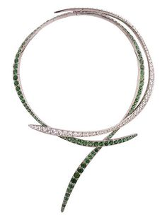Green beaded outiline for collar Emerald Jewelry, High Jewelry, Jewelry Art, Gemstone Jewelry, Vintage Jewelry, Jewelry Accessories, Jewelry Necklaces, Jewelry Design, Van Cleef And Arpels Jewelry