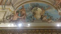 Schilderingen op de muren/plafond van een kamer in Villa Borghese.Het lijkt net of er echt beelden staan, in plaats van dat het geverfd is.