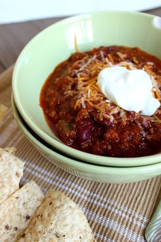 This Classic Chili has been made in my house for years and years! It is our most favorite Chili ever! You won't be disapointed! Chili Recipes, Meat Recipes, Cooking Recipes, Super Bowl Menu, Soup And Salad, Soups And Stews, Food Inspiration, Easy, At Least