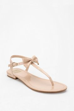 Nude sandals for a casual day outfit