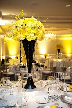 .... black and yellow centerpiece ... nice idea ... but waaay to tall ... needs to be shorter! ....