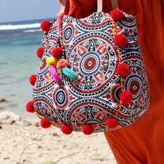 New IRAJÁ Pompom beach bag...great for your beach, your gym or your baby diapers bag ☀️☀️