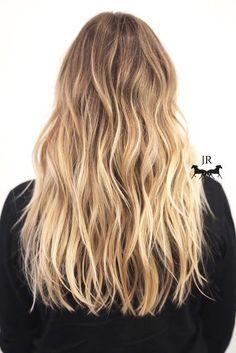 New hair color blonde ombre beach waves Ideas Honey Blonde Hair, Blonde Hair Looks, Blonde Hair With Highlights, Brunette Hair, Carmel Hair Color, Ombre Hair Color, Carmel Blonde, Blonde Ombre, Beach Hair