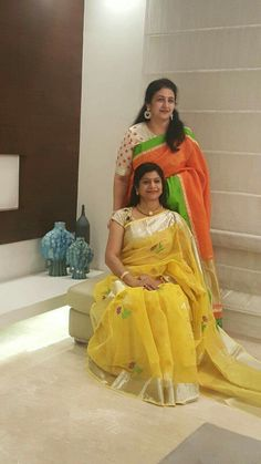 Looking for traditional saree blouse designs to compliment your silk sarees? Check these 17 amazing blouse ideas to rock your saree style. Traditional Blouse Designs, Traditional Sarees, Designer Sarees Collection, Saree Collection, Phulkari Saree, Simple Sarees, Stylish Sarees, Elegant Saree, Fancy Sarees