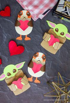 Starwars Valentines Cards, Disney Valentines, Valentine Crafts For Kids, Valentines Diy, Holiday Crafts, Star Wars Crafts, Star Wars Toys, Star Wars Snowflakes, Valentine's Cards For Kids