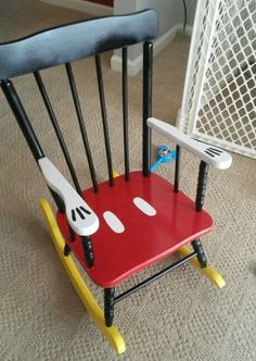 Disney Ideas Turn a little old rocking chair into a Mickey chair with just a little bit of paint.Turn a little old rocking chair into a Mickey chair with just a little bit of paint. Disney Diy, Deco Disney, Disney Home Decor, Disney Crafts, Disney Theme, Disney Ideas, Disney Furniture, Kids Furniture, Bedroom Furniture