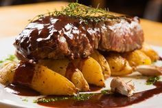 Fillet Mignon Gourmet by RodrigoJunqueira Filet Migon, Paella, Barbecue, Steak Plates, Great Steak, Date Night Recipes, Cooking Chef, Recipes From Heaven, Food Dishes