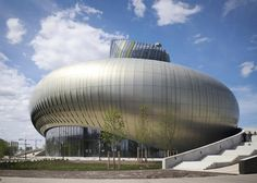 XTU_La Cité du Vin // Bordeaux wine museum by XTU Architects features bulging gold-striped body - Страница 1 из 2 Futuristic Architecture, Amazing Architecture, Modern Architecture, Bordeaux Wine, Bordeaux France, Building Skin, Space Museum, Unique Buildings, Skyscraper