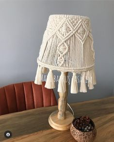 Home Decor Christmas Gifts, Macrame Plant Hangers, Macrame Projects, Chandelier, Crochet, Diy, House, Fabric Purses, Lamp Shades