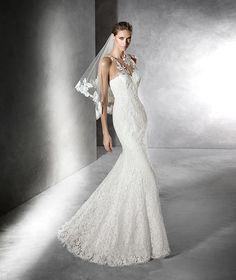 Praci, Mermaid wedding dress in tulle.