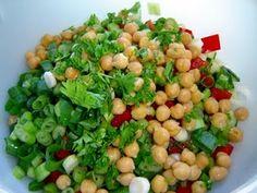vegetarischer Couscous-Salat mit Kichererbsen