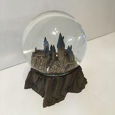 Universal-Studios-Wizarding-World-Harry-Potter-Sculptured-Castle-Snow-Globe-New