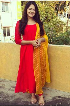Party Wear Indian Dresses, Designer Party Wear Dresses, Indian Gowns Dresses, Dress Indian Style, Indian Fashion Dresses, Indian Designer Outfits, Silk Kurti Designs, Simple Kurta Designs, Churidar Designs