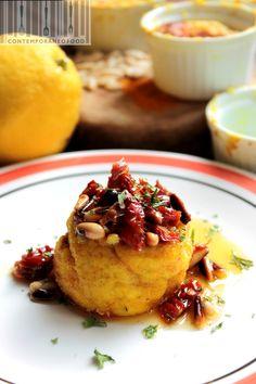 Sformato di ricotta e robiola giallo curcuma con pinoli tostati pomodorini secchi e limone