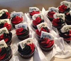 Alice in wonderland cupcakes