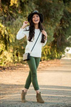 Für den Herbst-Look 2016 wählen Sie eine grüne Hose und passende Boots
