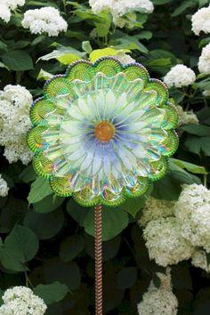 Best Glass Totems Garden Art Ideas For Beautiful Garden (5100 Pictures) 1036