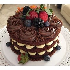 New Cake Chocolate Fruit Frostings Ideas Mini Cakes, Cupcake Cakes, Bolos Naked Cake, Chocolate Fruit Cake, Cake Recipes, Dessert Recipes, Fudge Cake, New Cake, Just Cakes