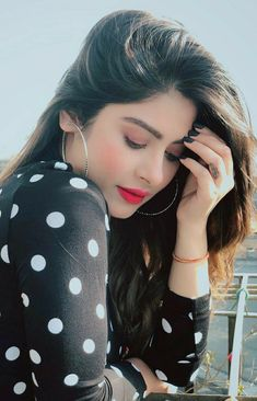 Beautiful Girl In India, Beautiful Girl Photo, Beautiful Hands, Simply Beautiful, Beautiful Women, Photography Poses Women, Girl Photography, Magical Photography, Stylish Girls Photos