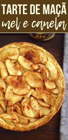 A mouth-watering pie, with excellent decoration, caramelized apple in honey and flavored with cinnamon. Cinnamon Pie, Cinnamon Recipes, Honey And Cinnamon, Cinnamon Apples, Apple Recipes, Sweet Recipes, Best Nutrition Food, Proper Nutrition, Healthy Food