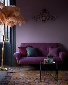 Lilac Wall: Design Ideas for aunderestimated colour. Lilac Wall: Design Ideas for aunderestimated colour. Interior Decoration Trends … Lilac Wall: Design Ideas for aunderestimated colour. Deco Design, Wall Design, Sofa Design, Funky Design, Modern Design, Salons Violet, Lilac Walls, Plum Walls, Living Room Ideas