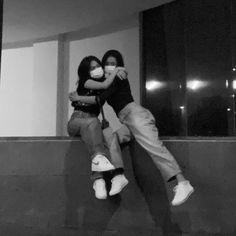 Best Couple Pictures, Best Friend Pictures, Girl Pictures, Ulzzang Couple, Ulzzang Girl, Korean Couple Photoshoot, Korean Best Friends, Grunge Girl, Bff Goals