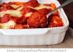 Gnocchi con polpette al sugo e mozzarella, gnocchi al forno, ricetta facile, primo piatto saporito, polpette di vitello, ricetta veloce, gnocchi di patate al forno,