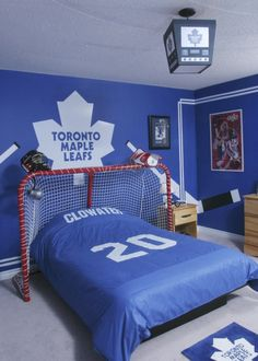 Better Pictures - Love the idea of using a big hockey net for the headboard area! To anybody wanting to take better photographs today Bedroom Themes, Girls Bedroom, Bedroom Ideas, Bedroom Decor, Boy Bedrooms, Headboard Ideas, Diy Headboards, Bedroom Designs, Bedroom Wall
