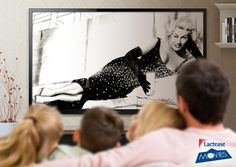 #LacteaseMovies: la sinuosa #AnitaEkberg è l'ammiccante protagonista di una campagna pubblicitaria che invita a bere il #latte nel memorabile #film Boccaccio '70, composto da quattro episodi diretti da mostri sacri del cinema italiano:  #Fellini, #Visconti, #DeSica, #Monicelli.