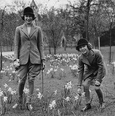 Princess Elizabeth and Princess Margaret, daughters of King George VI and Queen Elizabeth 1940 picking daffodils Young Queen Elizabeth, Princess Elizabeth, Princess Margaret, Margaret Rose, Hm The Queen, Her Majesty The Queen, Queen Liz, Queen Elizabeths Sister, Royal Lodge