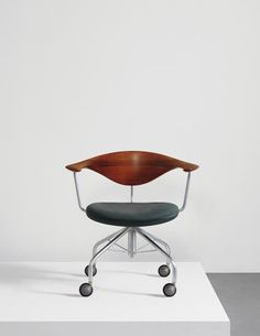 PHILLIPS : NY050115, Hans J. Wegner, Swivel chair, model no. JH502