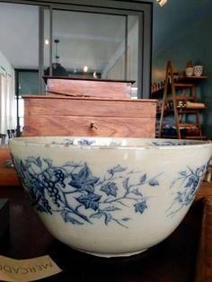 #mercadoloftstore #umseisum #porto #ceramic #ceramica #handmade #interior #decor #decoração #blue #box #caixa #piece #decorpiece #bowl #madeira #wood #woodenbox #decorstore #store