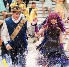 Descendants Mal And Ben, Disney Descendants, Descendants Cast, Disney Pixar, Disney Channel Movies, Royal King, Dove Cameron, Cute Couples, Anime