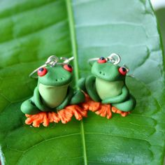 Tree frog earrings, polymer clay earrings, hand sculpted earrings, cute…
