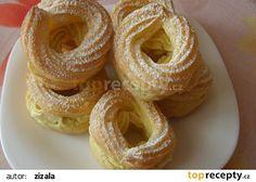 Žloutkové věnečky s italským krémem recept - TopRecepty.cz Kolaci I Torte, Good Food, Yummy Food, Yummy Recipes, Onion Rings, Pavlova, Desert Recipes, Bagel, Doughnut
