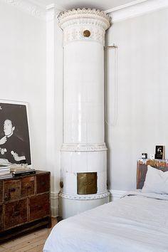 Industrial spirit in Stockholm - Home Design & Interior Ideas Interior Architecture, Interior And Exterior, Stockholm Apartment, Scandinavian Home, Scandinavian Fireplace, Home Living, Living Room, Interior Design Inspiration, Design Ideas