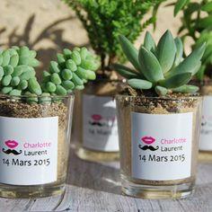 Succulentes avec pot en verre personnalisé aux prénoms des mariés - cadeau invités mariage - décoration de table
