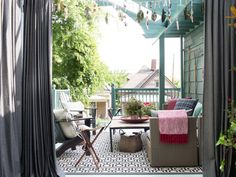 Each of the deck's separate areas are represented through a clever mix of outdoor drapery panels, indoor-outdoor rugs and functional furniture placement. To keep everything cohesive, the same hues are used throughout.