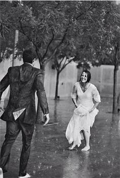 Dancing in the rain - Regen tanzen – Dance in the rain – the dance - I Love Rain, Singing In The Rain, What A Wonderful World, Rainy Days, Black And White Photography, Cute Couples, Love Story, Dream Wedding, Wedding In The Rain