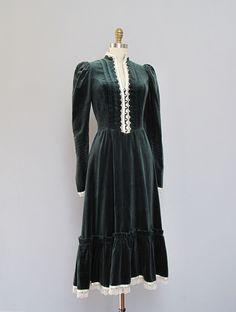 vintage green velvet Gunne Sax dress https://www.etsy.com/listing/118577103/vintage-gunne-sax-dark-green-velvet