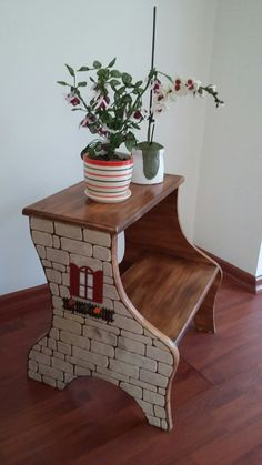 Decoupage Furniture, Painted Furniture, Woodworking Projects Diy, Diy Projects, Ikea Stool, Wooden Painting, Painted Side Tables, Farm Paintings, Arts And Crafts