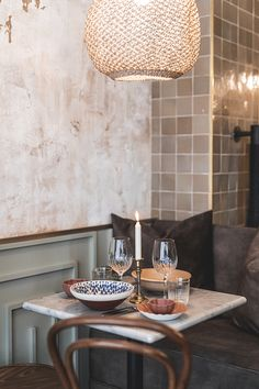 Discover recipes, home ideas, style inspiration and other ideas to try. Small Restaurant Design, Decoration Restaurant, Cozy Restaurant, Vintage Restaurant, Restaurant Interior Design, Cafe Decoration, Restaurant Specials, Restaurant Ideas, Cafe Interior Vintage