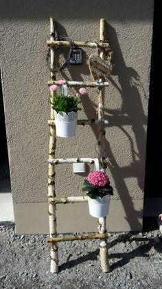 Decorative ladder made of birch trunks – Diana Götz – # Birch trunks – Yenipin decoration Decorative ladder made of birch trunks … - Moyiki Sites Garden Crafts, Diy Garden Decor, Garden Projects, Garden Ideas, Tree Branch Crafts, Old Wooden Ladders, Deco Champetre, Pallets Garden, Yard Art