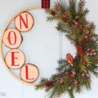 https://lydioutloud.com/diy-christmas-embroidery-hoop-wreath-wood-slices/
