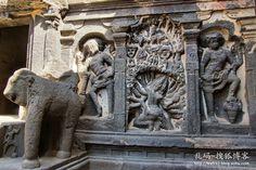 印度埃洛拉石窟,全球最匪夷所思的建築奇蹟-搜狐博客!!!  其中最重要的一場戰鬥是羅波那及其魔鬼軍隊被羅摩王子和猴神哈努曼率領的猴子大軍打敗,營救出羅摩王子妻子悉多的蘭卡大戰。