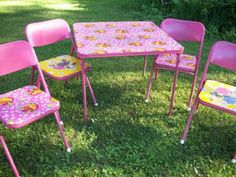 folding table and chairs makeover- spray paint and oil cloth!